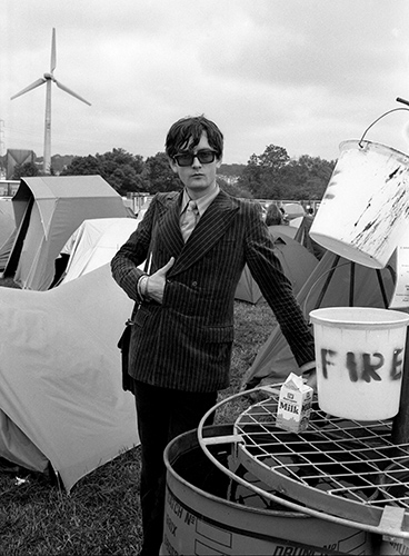 Jarvis Cocker backstage at Glastonbury, 24 June 1994.Photo by Mark Allan
